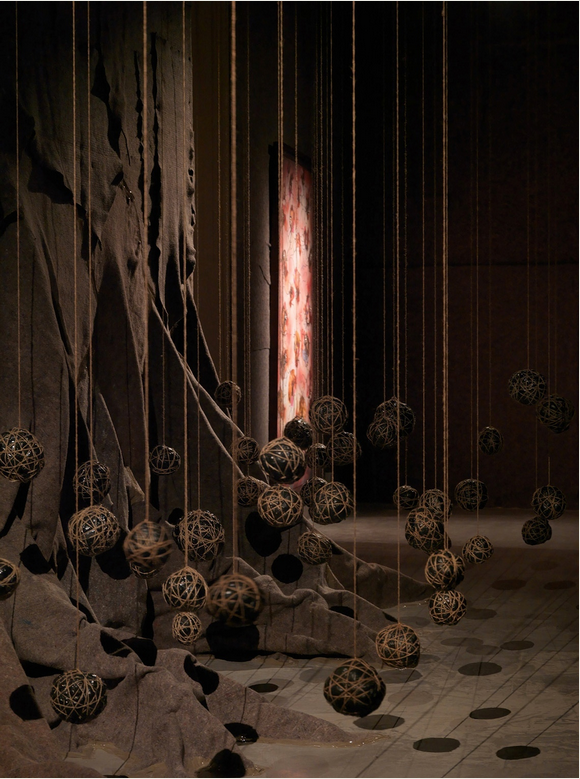 Packing blankets, twine, garbage bags, and gold string; dimensions variable. Courtesy of Susanne Vielmetter Los Angeles Projects. © Wangechi Mutu.